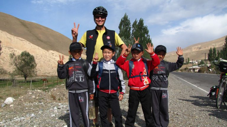 Kinder am Wegesrand (Zentral-Asien)
